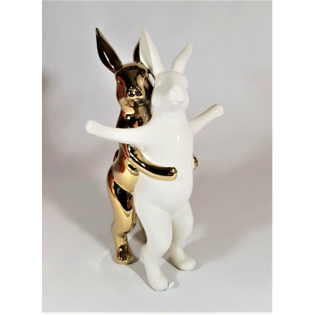 deco figuur hugging rabbits