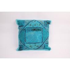 Sierkussen met blauw patchwork
