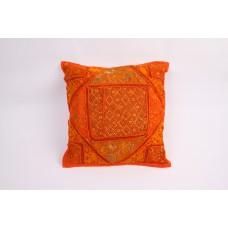 sierkussen met oranje patchwork